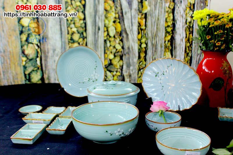 Bộ bát đĩa Bát Tràng men xanh vẽ hoa trắng