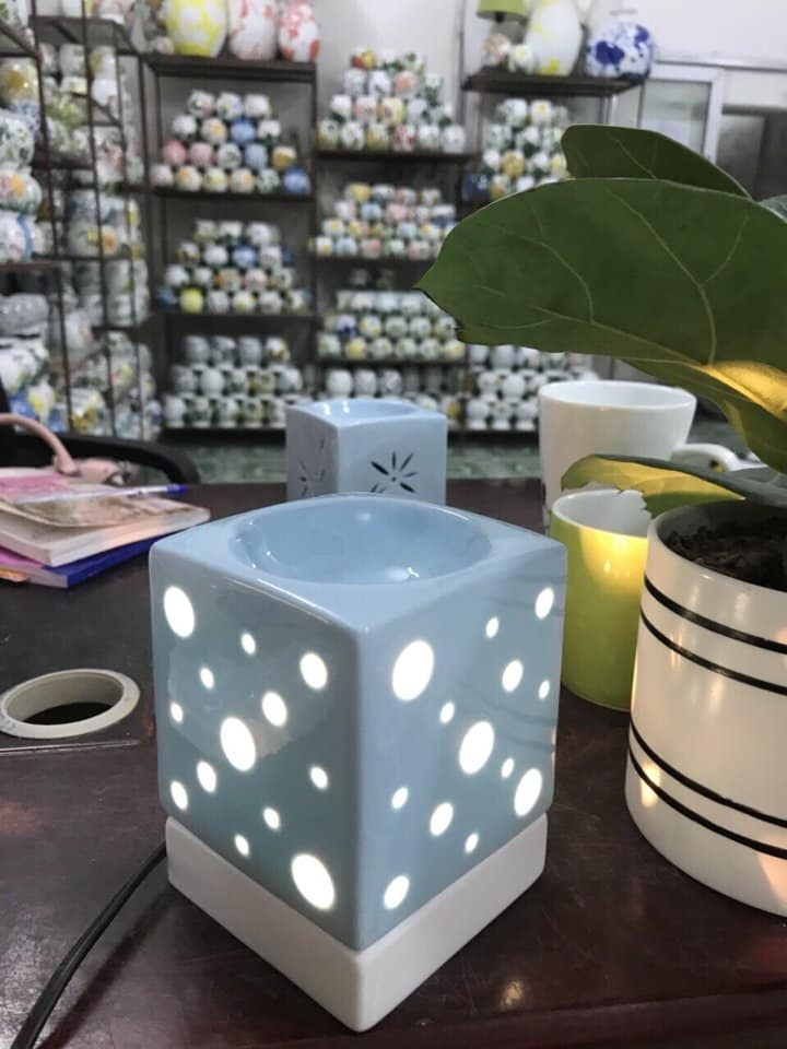 Đèn xông tinh dầu chấm bi