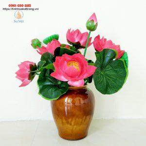 Vò hoa gốm nâu mật Bát Tràng cắm sen hay cúc họa mi sẽ rất đẹp