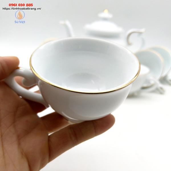 Chén trà màu men sáng bóng đường chỉ vàng đẹp mắt