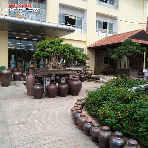 Xưởng Gốm Sứ Việt là địa chỉ tin cậy cho khách hàng để tìm mua sản phẩm gốm sứ trang trí sân vườn