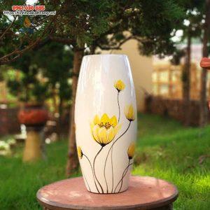 Bình hoa dáng bom vẽ hoa vàng