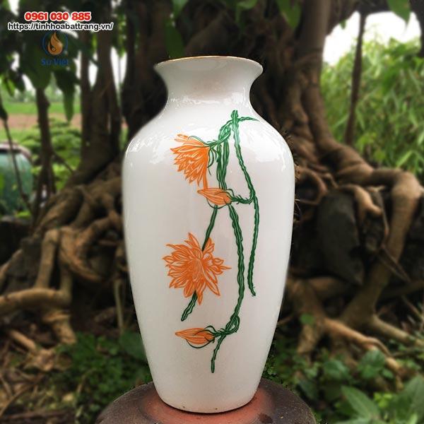 Bình hoa dáng bầu cổ thắt họa tiết hoa quỳnh viền vàng